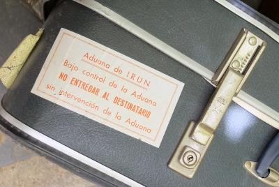 """Old suitcase sticker """"aduana de IRUN"""""""