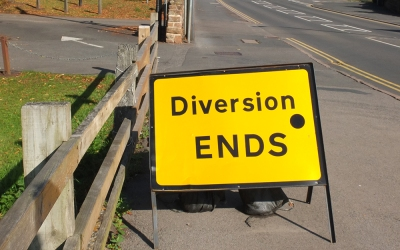 road sign: diversion ends