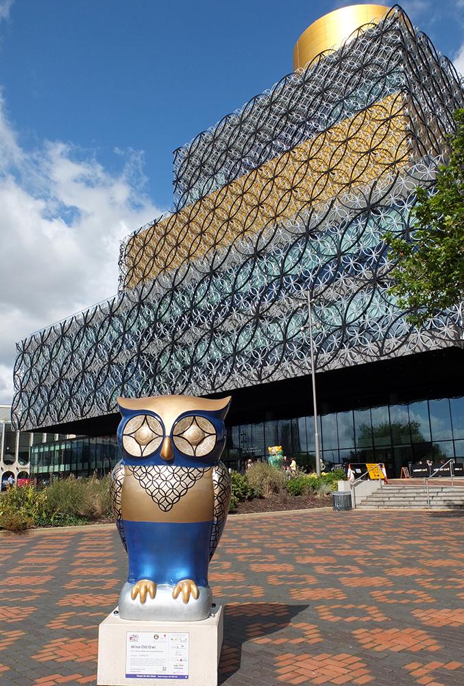 Birmingham library exterior with owl (owl parade)