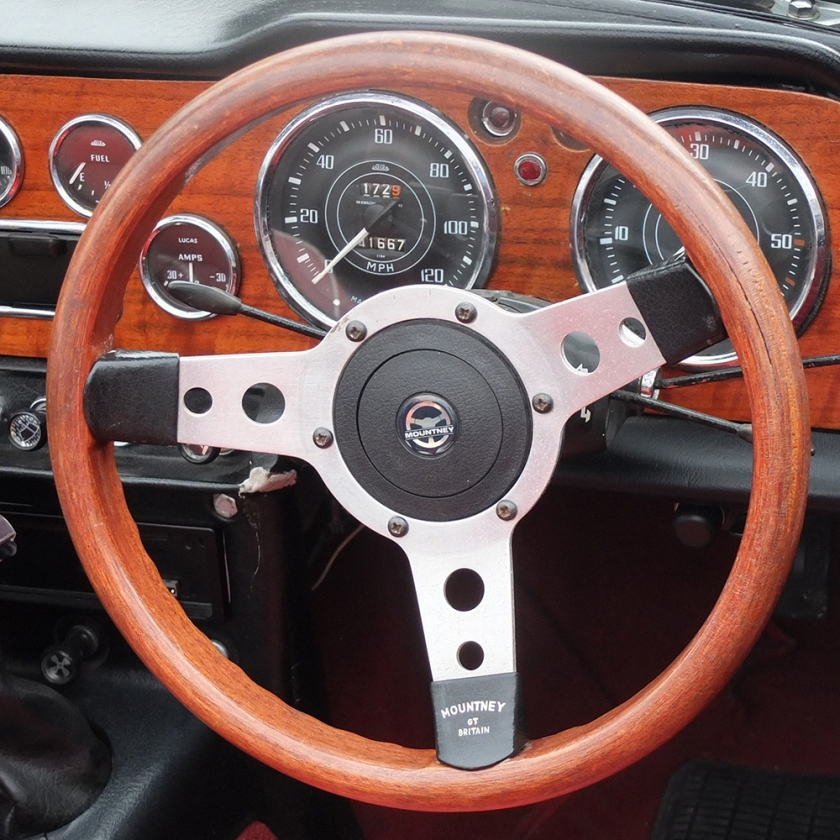 classic car wooden steering wheel