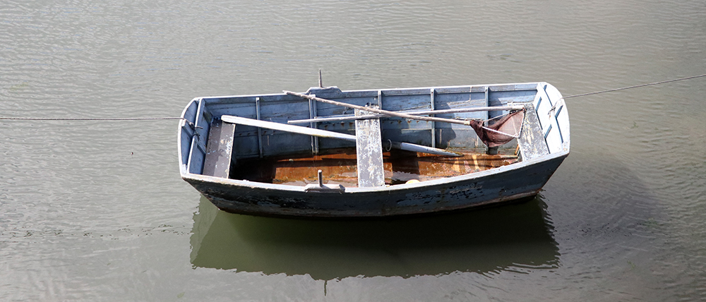empty rowing boat